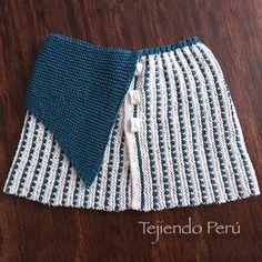 Capa con punta doblada tejida en dos agujas en dos colores de lana ☺️ El paso a paso está en nuestra web www.tejiendoperu.com