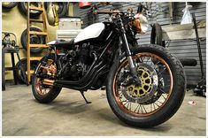 One trend that seems to be building momentum is the use of copper, brass or gold to accentuatecertain parts of the build. Gold chains and rims have always been popular, but they seem to be making a come back. We think this CB550 has got the balance of copper just about right. The rear sets, levers, exhaust tip, headlight and rims are enough to get your attention – without turning it into a festival of bling. This classy caféracer is the handy work of Alex Martino in collaboration with the…