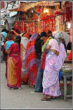 Shoppers at a roadside shop for Diwali Gujarat India We Are The World, People Of The World, Beautiful People, Beautiful World, Amazing India, India People, India Colors, Varanasi, Chor