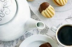 Křehoučké máslové sušenky | NejRecept.cz Mini Desserts, Cookie Desserts, Italian Cookie Recipes, Czech Recipes, Galletas Cookies, Sweet Pastries, Sweets Cake, Sweet And Salty, Desert Recipes