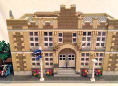 High School - Modular Design It is about time to add a High School to the LEGO Modular buildings. This 2-story high school was inspired by 1920s-1930s architecture for school...