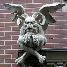 Gargoyles are so creepy n ugly lookin! Dragons, Gothic Gargoyles, Ange Demon, Arte Horror, Angels And Demons, Gremlins, Fantasy, Green Man, Monster