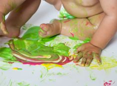 Make paint for kids that is taste-safe with this easy recipe! #babypaintingideas #babypaintrecipe #tastesafepaint #fingerpaintingideasforkids #growingajeweledrose Finger Painting For Kids, Baby Painting, Edible Finger Paints, Edible Paint, Home Made Paint For Kids, Baby Art Activities, How To Make Paint, Toddler Preschool, Kids Meals
