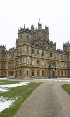 Downton Abbey has picked up its first ever SAG Award. Hurrah! Here at LOOK, we're huge DA fans – the costumes, the hairstyles, those hot gents in their dinner suits – it's all pretty fabulous, isn't it?  While we eagerly await series four, we've decided to investigate the programme a little further and come up with some fun facts about the show, the characters, the actors and the abbey itself – which you can actually visit! Who knew?