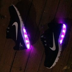 Shop Online Nike LED Shoes & Light Up Sneakers for Men, Women and Youth. Men's and Women's Nike Air Max Shoes retrofitted with LED lights. Sneakers N Stuff, Light Up Sneakers, Light Up Shoes, Sneakers Nike, Nike Outfits, Nike Air Max For Women, Nike Women, Custom Shoes, Kid Shoes