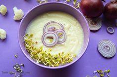 Zupa krem z kalafiora. W tym przepisie lekko pikantne kiełki rzodkiewki dodają pieprzyku delikatnej zupie z kalafiora i pełnią rolę dekoracyjną.