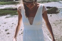 """The most striking feature of an """"Empire"""" dress is the high-waisted waist - Foto Club By Wedding Dress Necklines, Necklines For Dresses, Bridal Dresses, Wedding Pics, Boho Wedding, Wedding Bride, Wedding Ideas, Happy Wedding Day, Beautiful Bride"""