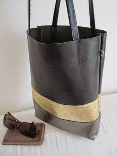 By Elsa Diy Handbag, Couture Sewing, Linen Bag, Denim Bag, Simple Bags, Tote Purse, Look Fashion, Bag Making, Elsa