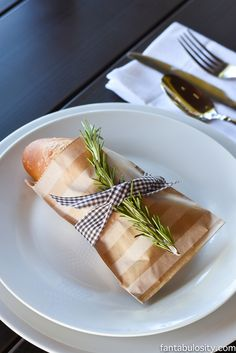 "Place setting idea for dinner party: rosemary, favor bag, ribbon, bread party guests ""Rustic"" Wine Dinner Party Dinner Party Favors, Dinner Party Decorations, Dinner Themes, Dinner Party Ideas For Adults, Party Guests, Wine Dinner, Dinner Club, Italian Themed Parties, Le Diner"