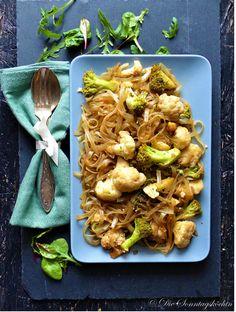 Gebratene Glasnudeln mit frischem Gemüse wie Blumenkohl und Brokkoli. Vereint in einer leckeren Kombination. Schnell gekocht und perfekt für die Woche. Heute hatte ich richtig Lust auf Chinesisches Essen. Leider… Weiterlesen