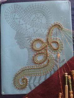 Bobbin Lace silhouette Lady's face in progress Bobbin Lacemaking, Needle Lace, Fiber Art, Silver Jewelry, Weaving, Textiles, Brooch, Silhouette, Embroidery
