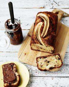 Luottokakkutaikina on leipurin pelastus, sillä samalla reseptillä voi tehdä monta erilaista leivonnaista. Helppo taikina syntyy vieläpä sutjakasti...