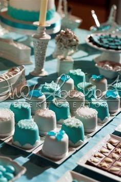 Confettata luxury chic, bianca e turchese spumeggiante come le onde del mare