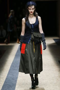 See the complete Prada Fall 2016 Ready-to-Wear collection.