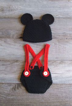 Mickey Mouse Inspired Diaper Cover & Hat Set par KreativeKroshay, $35,00