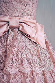 i love the lace! #dress