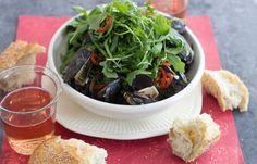 Valentine's Day: Recipe for mussels in Dijon-orange sauce with arugula