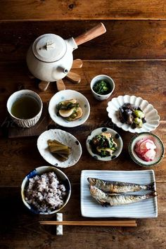 諸崎浩幸:和食/Photo: Traditional Japanese Meals (Salt-Grilled Whole Small Iwashi Sardines, Brown Rice, Veggies and Veggies) Japanese Dishes, Japanese Meals, Mooncake, Food Presentation, Food Design, I Love Food, My Favorite Food, Asian Recipes, The Best