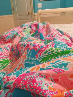 I'm in love with my Lilly Pulitzer duvet for college next semester