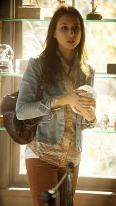 Troian Bellisario as Spencer Hastings on Pretty Little Liars Pretty Little Liars Spencer, Watch Pretty Little Liars, Pretty Little Liars Outfits, Pretty Little Liars Seasons, Pretty Litte Liars, Zooey Deschanel, Pll Outfits, Cute Outfits, Sporty Outfits