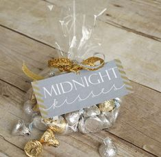 midnight kisses for a new years eve party! New Years Eve Party Ideas New Years Eve Day, New Years Party, New Years Eve Dessert, New Year's Eve Celebrations, New Year Celebration, Birthday Celebration, Nye Party, Party Time, Christmas And New Year