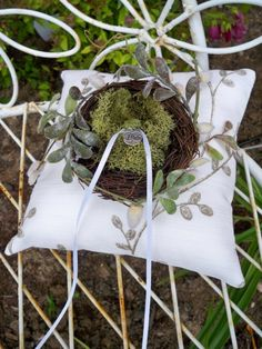 Cutest Ever. je Moss Bird Nest Garden Wedding Ring Pillow-Woodland Country Garden Wedding Pillow