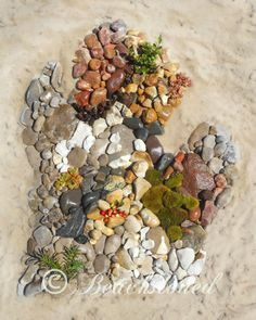 Mitten beach stone sculpture..... could be any shape like a star or heart... kids beach crafts