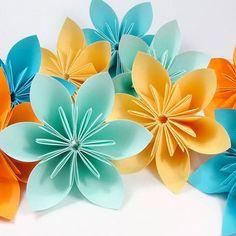 O uso de origami para decoração, vem sendo cada vez mais difundida e apreciada pelo mundo.   Feito por encomenda. Tamanhos e cores, podem ser escolhidos pelo cliente. Para maiores quantidades, solicite um orçamento.  Frete por conta do comprador. R$ 60,00