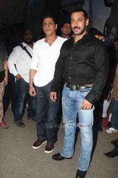 Salman Khan-Shah Rukh Khan get together for 'Bigg Boss see pics Indian Bollywood Actors, Bollywood Celebrities, Salman Khan Photo, Shahrukh Khan, Abram Khan, Salman Katrina, Embroidered Blouse, Favorite Person, Gay Pride