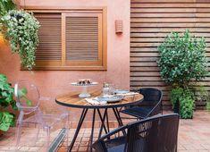 Casinha dos sonhos | Capítulo 2 | Histórias de Casa Diy Furniture, Outdoor Furniture Sets, Cozy Patio, Outdoor Tables, Outdoor Decor, Fashion Room, Wall Colors, Decoration, Tiny House