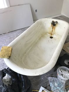 How To Refinish A Nasty, Old Clawfoot Tub - Kerzenherstellung Clawfoot Tub Bathroom, Old Bathtub, Bathroom Fixtures, Concrete Bathroom, Vanity Bathroom, Outdoor Bathtub, Condo Bathroom, Downstairs Bathroom, Washroom