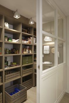 Top 70 Best Kitchen Pantry Ideas - Organized Storage Designs Kitchen Pantry Shelving Ideas Top 70 Be Pantry Closet Organization, Pantry Laundry Room, Pantry Shelving, Walk In Pantry, Kitchen Pantry, Kitchen Storage, Shelving Ideas, Organized Pantry, Pantry Storage