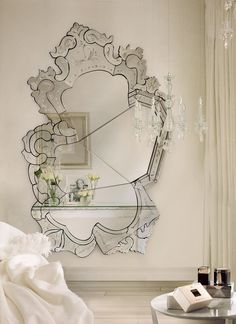 A mirror is an accessory that gives a touch of class to any room in this way inspire yourself here! #mirrorsideias #inspirationdesign #homedecor #luxuryfurniture #mirror #projectdesign