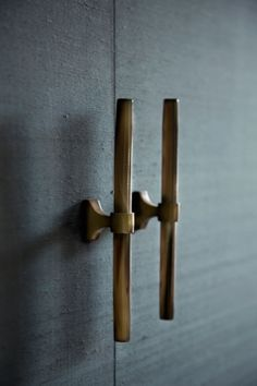 Horn & Brass Handles - Ochre I wouldn't like horn.wood handles with brass Knobs And Handles, Brass Handles, Knobs And Pulls, Door Pulls, Drawer Handles, Wooden Handles, Joinery Details, Home Hardware, Cabinet Hardware