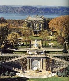 """Kykuit dutch for """"look out"""" 3000 acres : The Rockefeller Estate hudson valley . He was the riches man in america at the time Hudson Valley, Hudson River, Places To Travel, Places To See, Village Miniature, Villas, American Mansions, American Houses, Behind Blue Eyes"""