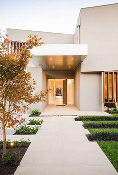 Inspiração: Jardim a ser colocado a esquerda da entrada e iluminação da entrada da casa.