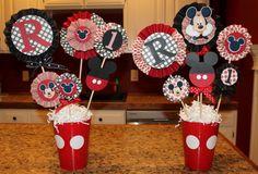Imagen centros-de-mesa-mickey-mouse-con-macetas del artículo Ideas de centros de mesa con Mickey Mouse