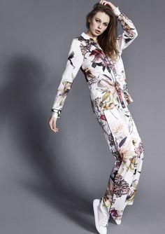 Exclusive silk suit in Flower print.
