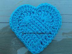 José Crochet: Free crochet pattern heart ♥ One of many crochet heart patterns, and a wonderful tutorials on how she makes hers. Free Heart Crochet Pattern, Crochet Motifs, Crochet Flower Patterns, Crochet Flowers, Crochet Stitches, Free Pattern, Knit Crochet, Easy Crochet, Crochet Crafts
