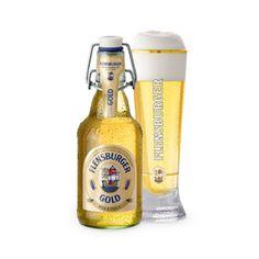 FLENSBURGER GOLD - In bester Premiumqualität, mit hellem Karamellmalz und ausschließlich feinstem Aromahopfen gebraut. Ein sehr helles, schlankes Bier nach Pilsener Brauart mit perfekter Schaumkrone, einem vollmundig-weichen und frischen Geschmack und einer angenehm leichten Hefeblume. Ein helles Lager in einer goldgelben Farbe. Die in dem natürlichen Aromahopfen vorhandenen ätherischen Öle verleihen dem Flensburger Gold einen sehr feinen und angenehmen Charakter. Vollmundig und weich.