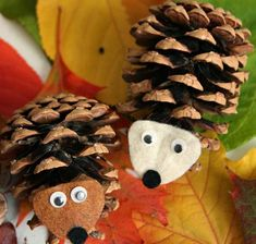 Basteln mit Tannenzapfen, Fiefernzapfen und Co. - 50 Deko Ideen - Fall Crafts For Kids Kids Crafts, Fall Crafts For Kids, Family Crafts, Foam Crafts, Thanksgiving Crafts, Diy For Kids, Diy And Crafts, Christmas Crafts For Adults, Christmas Ornaments