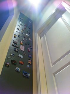 KIDS room idea: Magnetic wall to remind us of some of the cool places we have been! Taped off with Frogtape, 3 thin layers of Rust-Oleum magnetic primer (from Lowe's), 1 layer of green paint. Magnetic Boards, Magnetic Paint, Home Decor Items, Diy Home Decor, Home Learning, Chalkboard Paint, Sun Room, Diy Painting, Kids Rooms