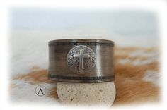 Bracelet cuir croix fumé gris noir fumé pour homme par ALeatherCC