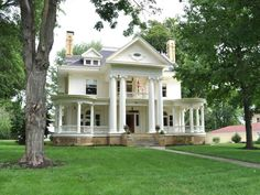1904 Classical Revival - Maryville, MO (George F. Barber) - Old House Dreams Southern Plantation Homes, Southern Plantations, Southern Homes, Plantation Houses, Old Abandoned Houses, Old Houses, My House Plans, Old Mansions, Unusual Homes