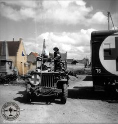 Jeep ambulance of the Field Ambulance, Infantry Brigade, Canadian… Canadian Soldiers, Canadian Army, Ambulance, Military Jeep, Willys Mb, Old Jeep, Army Vehicles, D Day, Us Army