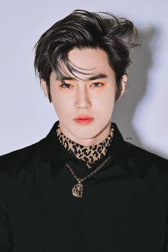 I stopped breathing when I saw him like this 😭😭😭😭😭😭 Chanyeol, Exo Chen, Exo Kai, Kyungsoo, Kpop Exo, Namjin, Kim Joon Myeon, Exo Album, Kim Min Seok