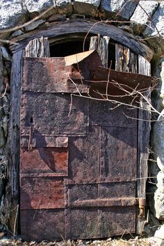 This old iron plated door can be found at Stenkulla in Fors. It's a door to an old root cellar. That cellar is the only remains of Stenkulla, a place with an interesting history.