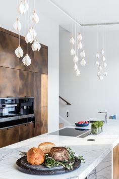 Our Bloom pendant lights can be tailored to complement your interior scheme. Custom clusters hang above the island unit in this luxurious kitchen interior by @studioclarkandco providing both functional and atmospheric lighting.   #luxurylighting #porcelain #luxuryinteriors #bespokelighting #lightingdecor #luxurychandelier #luxurylighting #interiorlighting #modernluxury  #chandelier