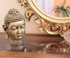 As estatuetas de Buda estão cada vez mais presentes no mundo da decoração, emprestando ao ambiente tranquilidade, mistério e cultura em qualquer espaço. Seja como for, o Buda é um elemento zen perfeito para adicionar um pouco de misticismo aos ambientes.  http://carrodemo.la/7a005
