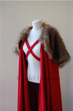 Beautiful heavy bright red wool cloak, featuring a removable faux fur mantle and GOT style chest straps for fastening.  A stylish piece of kit with a generous drape for added warmth.  This cloak is 100% wool. Suitable for men or women.  Please Note: This is a heavy Item and postage has been calculated to reflect this.